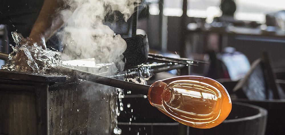 Glasblåsning i Göteborg 60 min - Lär dig att blåsa glas (1-2 pers)