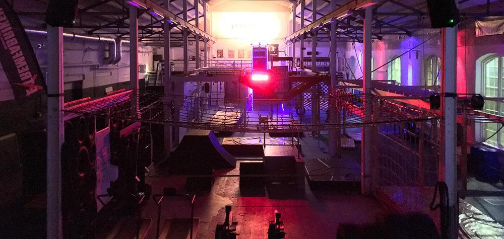 Hinderbana för två på Extremfabriken i Stockholm