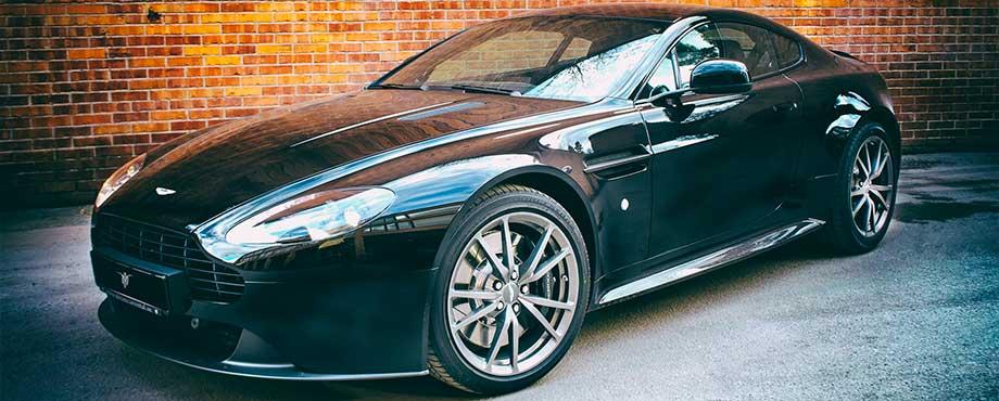 Kör Aston Martín Plus