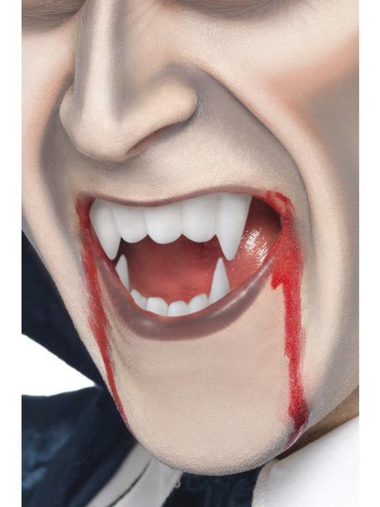 Vampyrtänder Med Blod