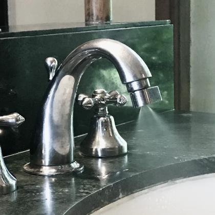Vattensparande strålsamlare