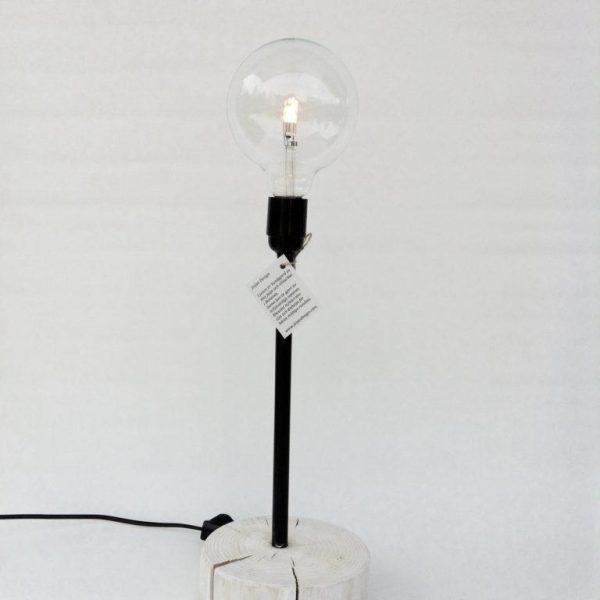 Mörk bordslampa med träfot och dimmer