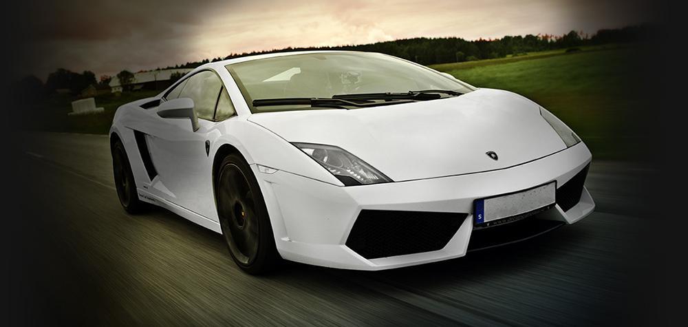 Kör Ferrari eller Lamborghini i Stockholm (8 km)