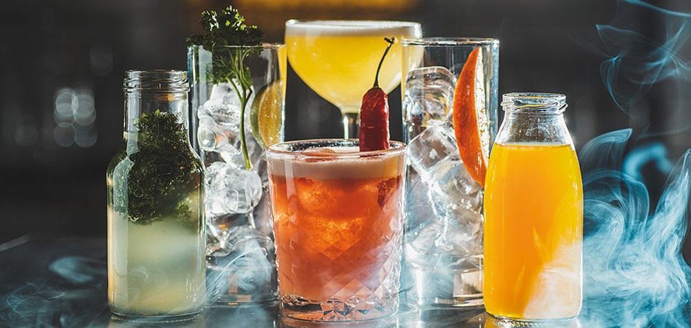 Två goda drinkar i baren på GUTE